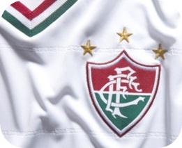 O escudo tricolor e os detalhes da  nova camisa