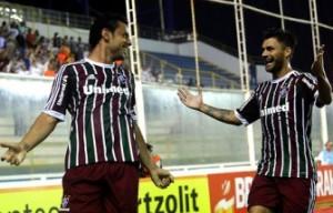 Sóbis comemora com Fred o gol do 9 do Flu e da Seleção.